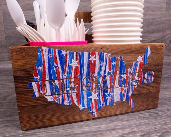 """A condiment holder made of wood holding cups and cutlery with the USA and the words """"The Smiths"""" in American Stars SpecialtyPSV™ Fashion Patterns"""